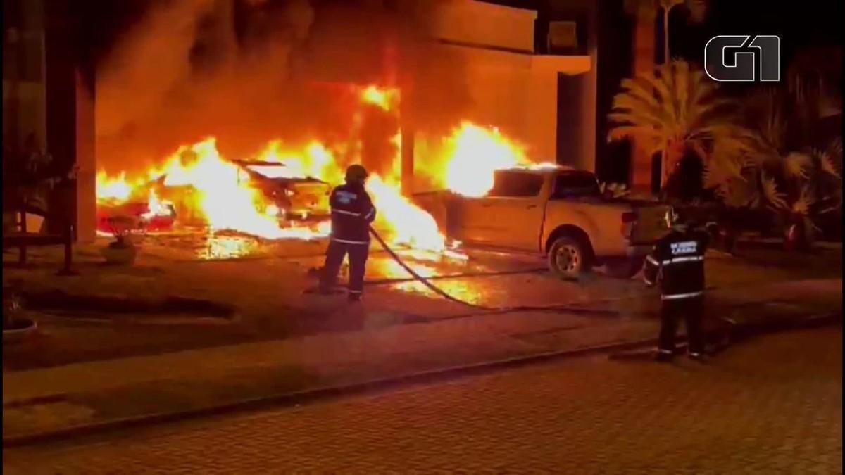 Veículos pegam fogo em condomínio de luxo na Grande Fortaleza