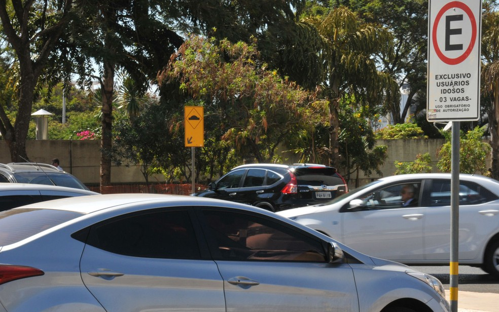 -  Em Uberaba, idosos e deficientes devem solicitar credencial para estacionar nas vagas exclusivas  Foto: Tony Wilson/GDF/Divulgação