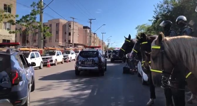 Forças de segurança realizam operação contra ações criminosas em conjunto habitacional em Fortaleza