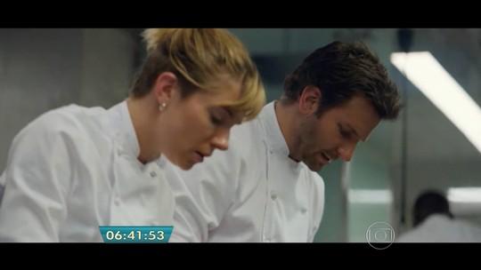 'Pegando fogo': Bradley Cooper e Sienna Miller dispensam dublês