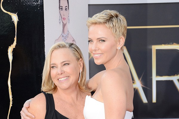 Charlize Theron e Gerda (Foto: Getty Images)