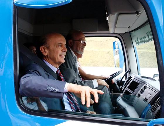 O governador José Serra visitou na tarde de hoje as obras do trecho sul do Rodoanel (Foto: AGÊNCIA O GLOBO)