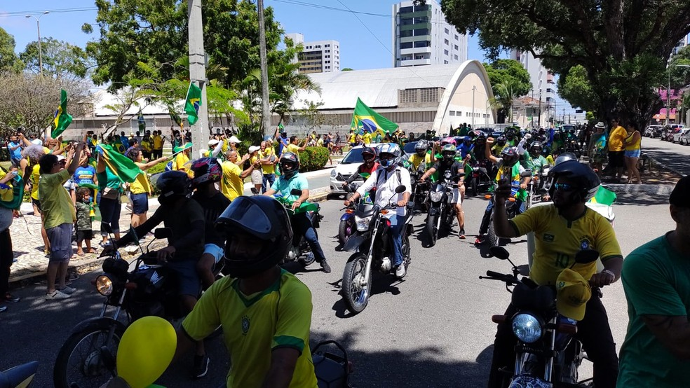 NATAL, 10h - 'Motociata' chega à Praça Cívica de Natal para manifestação a favor do governo  — Foto: Lucas Cortez/Inter TV Cabugi