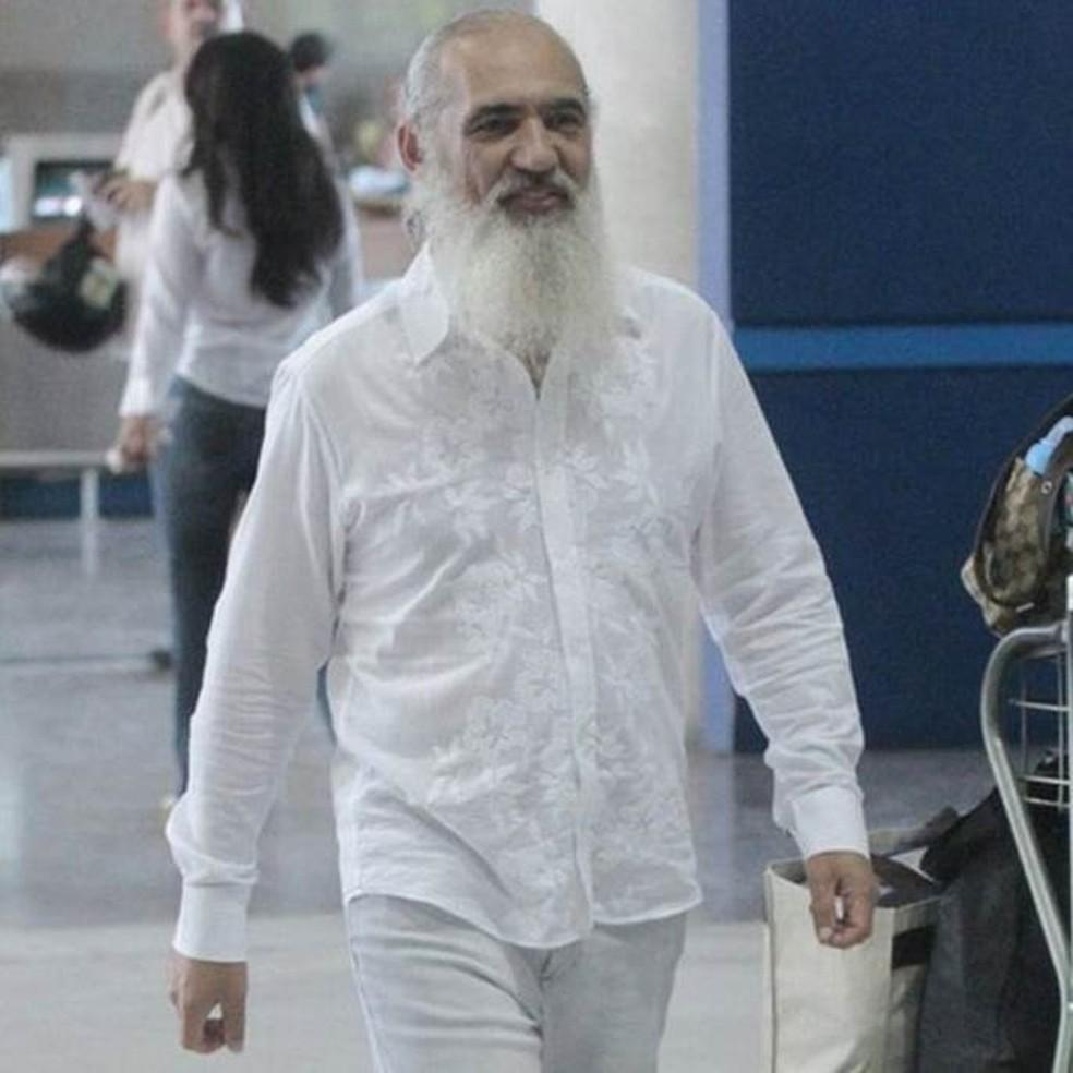 O líder espiritual Sri Prem Baba se divide entre o Brasil e a Índia (Foto: Divulgação/BBC)