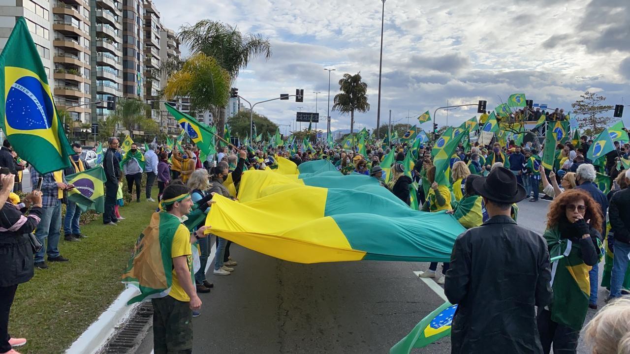 Cidades de SC têm atos a favor de Bolsonaro e do voto impresso