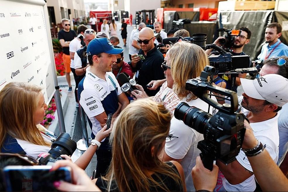 Kubica foi a grande atração do dia em Abu Dhabi (Foto: Reprodução/Twitter)