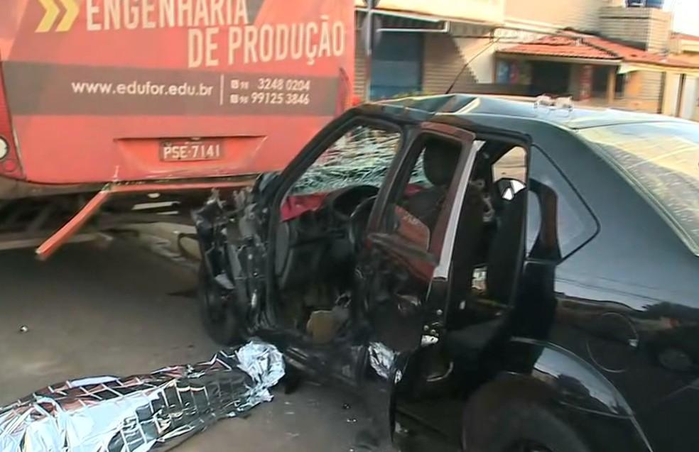 Veículo bate em ônibus e motorista morre na Avenida Lourenço Vieira da Silva em São Luís — Foto: Reprodução/TV Mirante