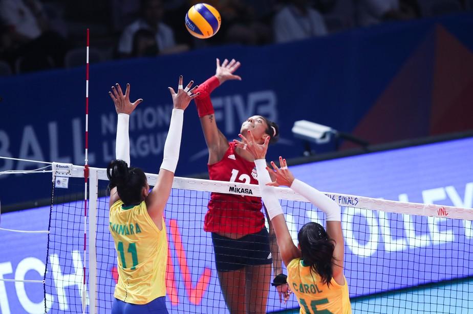 Brasil joga com time reserva, cai para EUA e encara a Turquia na semifinal da Liga das Nações
