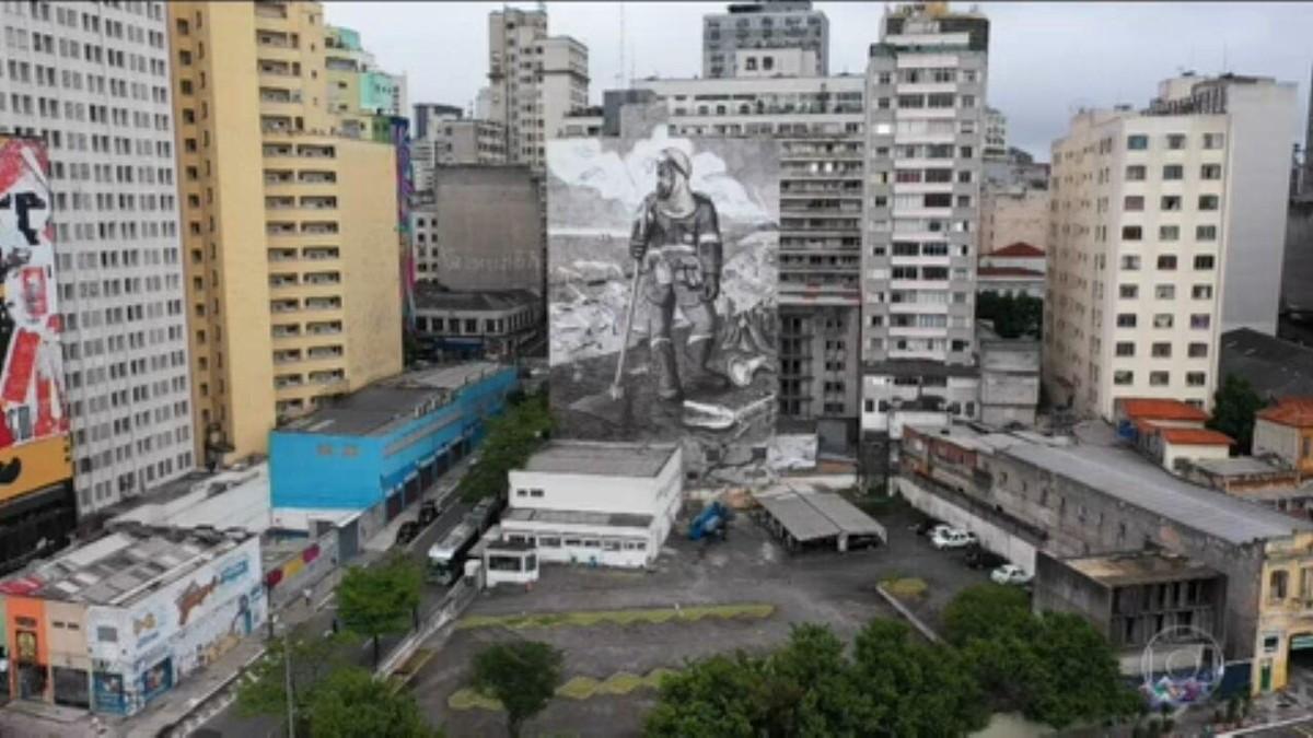 Cinzas recolhidas de queimadas de biomas brasileiros viram arte em São Paulo
