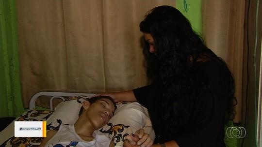 Mãe precisa sair de casa onde mora de favor e pede ajuda para achar novo lar e cuidar de filho com paralisia, em Goiânia