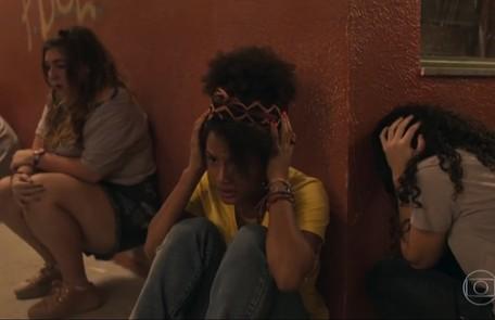 Na sexta, 10, Camila (Jessica Ellen) é baleada durante um tiroteio Reprodução/TV Globo