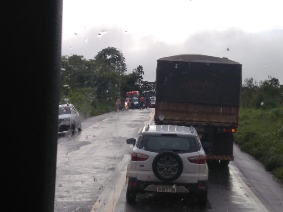 Via precisou ser parcialmente interditada por duas horas para atendimento.  — Foto: Reprodução/WhatsApp