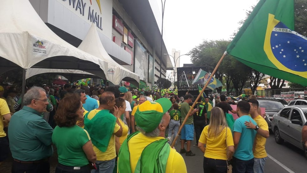 Manifestantes fazem ato em apoio ao presidente Jair Bolsonaro e em defesa de Sérgio Moro em Natal — Foto: Julianne Barreto/Inter TV Cabugi