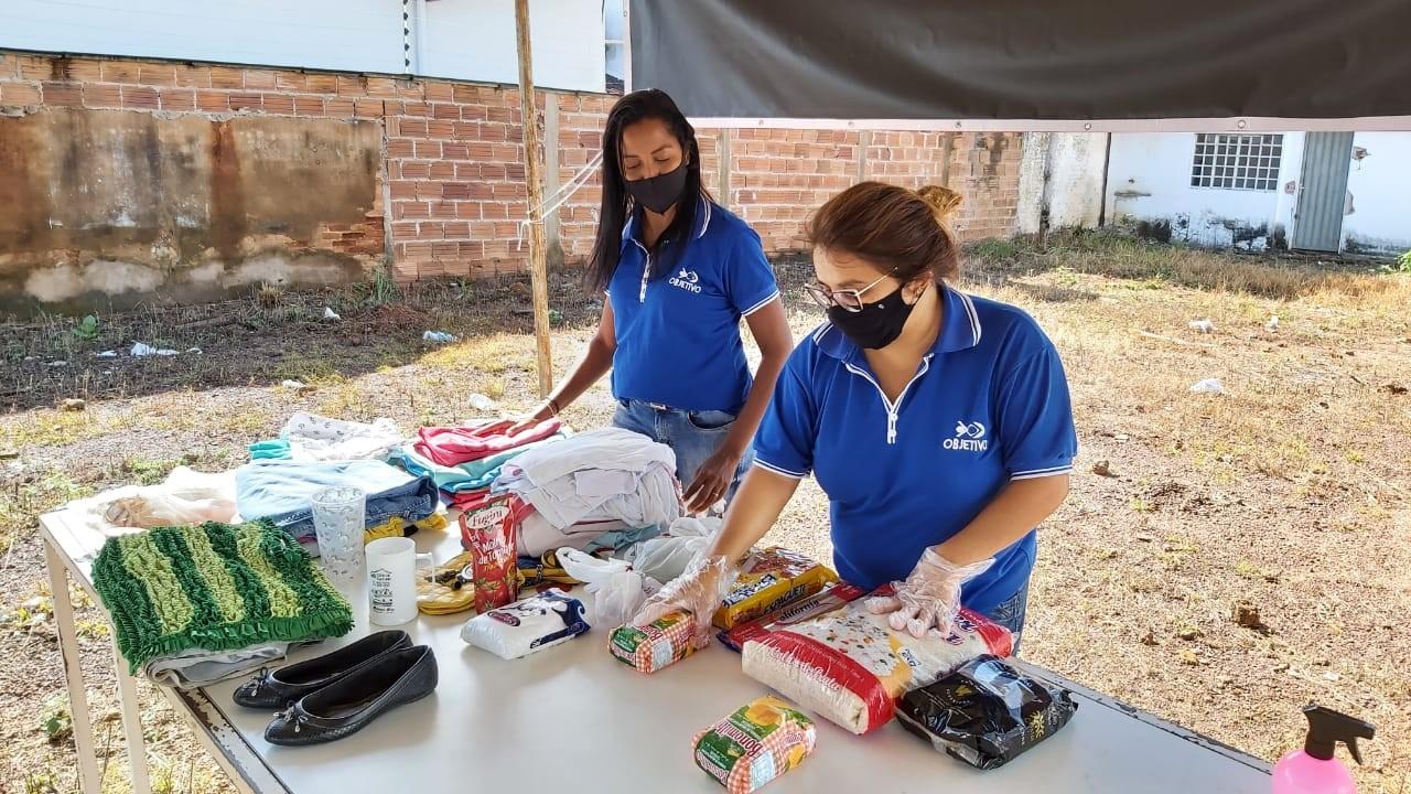 Voluntários montam tenda no centro de Gurupi e disponibilizam alimentos para famílias carentes: 'Pegue o que precisar'