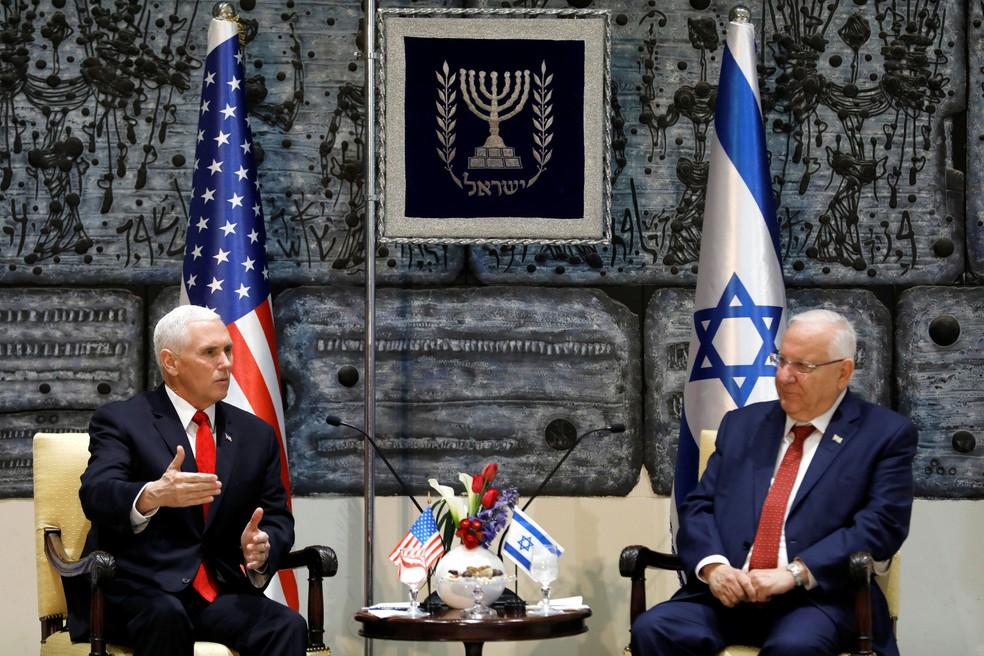 Vice-presidente dos Estados Unidos, Mike Pence, participa de encontro com o presidente de Israel, Reuven Rivlin, nesta terça-feira (23) (Foto: Ronen Zvulun / Reuters)