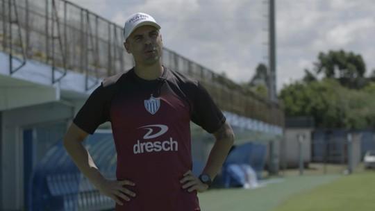 Capitão do bi da Libertadores do Internacional em 2010 começou ''do zero'' como treinador