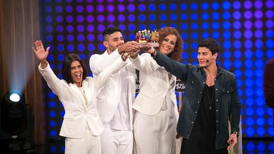 Saiba como o troféu personalizado do 'Tamanho Família' é produzido