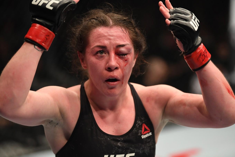 397d33413 O olho incrivelmente inchado e ensanguentado de Molly McCann é prova de que  a batalha foi duríssima. Mas uma quase finalização no primeiro round e um  ...