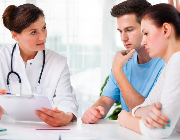 Consulta médica; casal; hospital; tratamento; mulher; endometriose; infertilidade (Foto:  )
