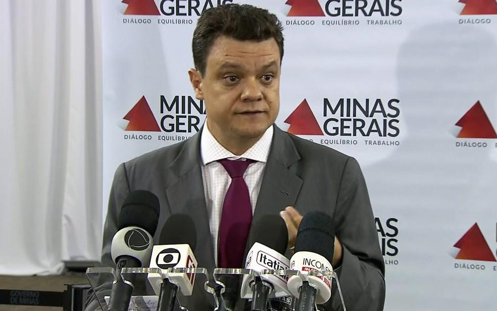 Secretário de Estado de Governo de Minas Gerais, Odair Cunha (PT), anuncia que o 13º do funcionalismo será pago em 4 parcelas (Foto: Reprodução/TV Globo)