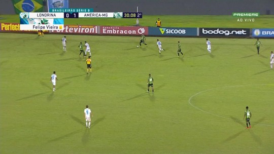 Felipe Azevedo faz boa jogada e chuta para a defesa do goleiro César, aos 30 do 2t