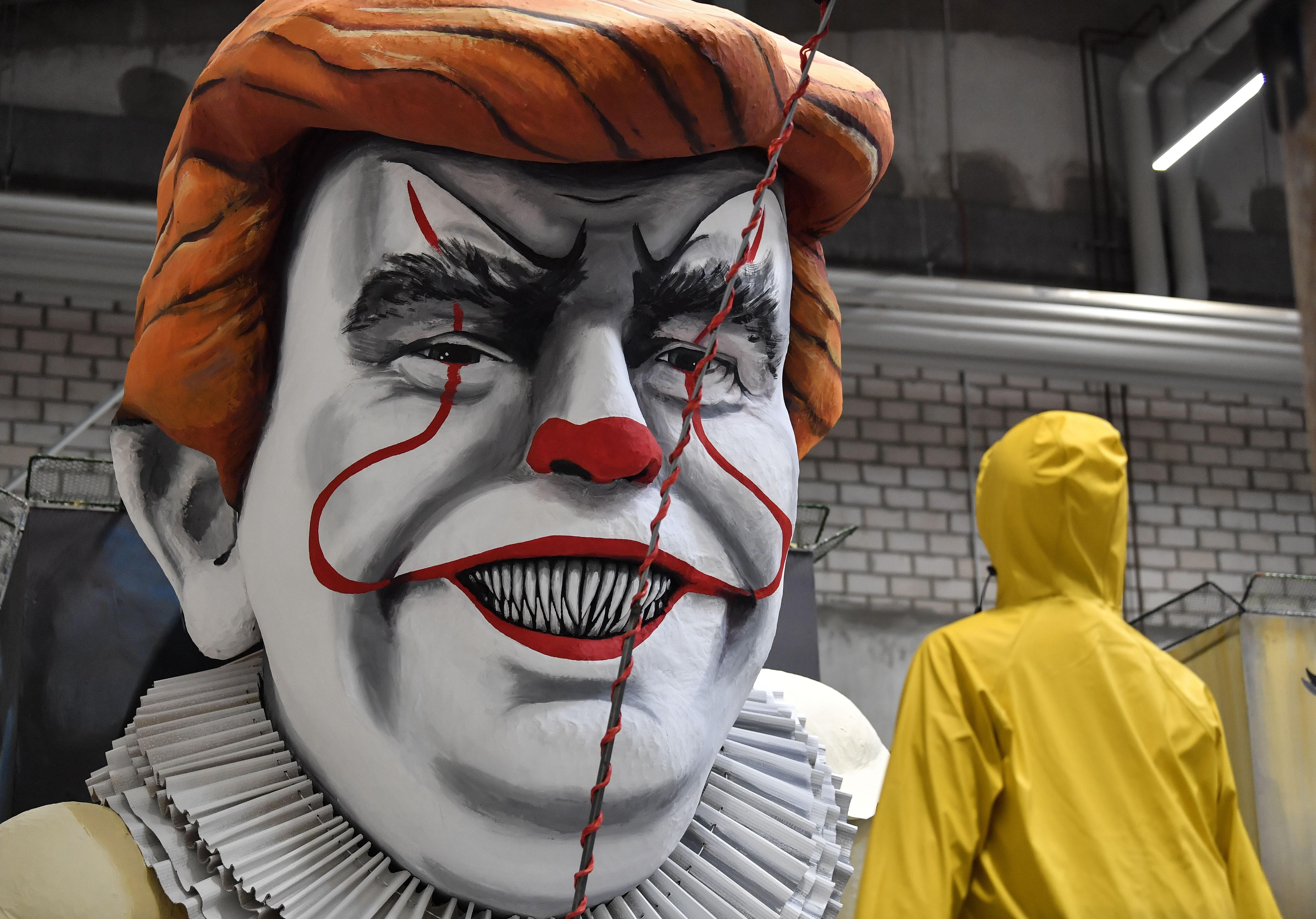Líderes mundiais viram bonecos gigantes em carnaval alemão; veja fotos