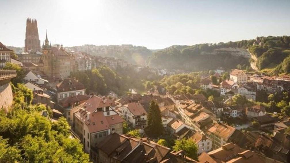 O bolze inclui elementos do francês e do alemão, ambas línguas oficiais da Suíça — Foto: Região Fribourg