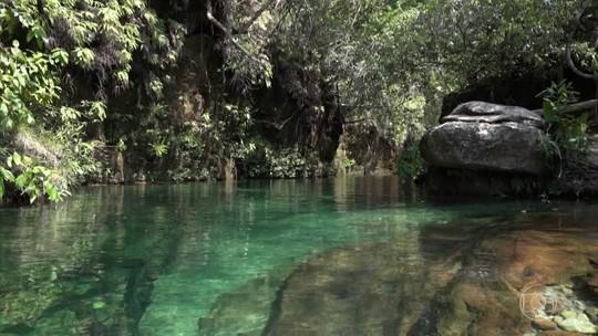 Lago de água mineral é oásis em paraíso selvagem na Serra do Roncador