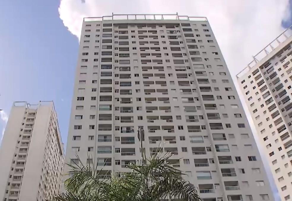 Homem foi preso após ser flagrado ao filmar momentos íntimos de moradores em condomínio com drone na Bahia — Foto: Reprodução/TV Bahia