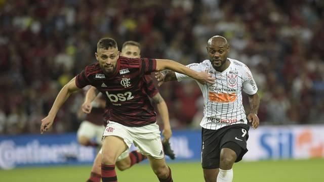 Léo Duarte e Vagner Love: os dois tiveram chance de fazer gol no primeiro tempo