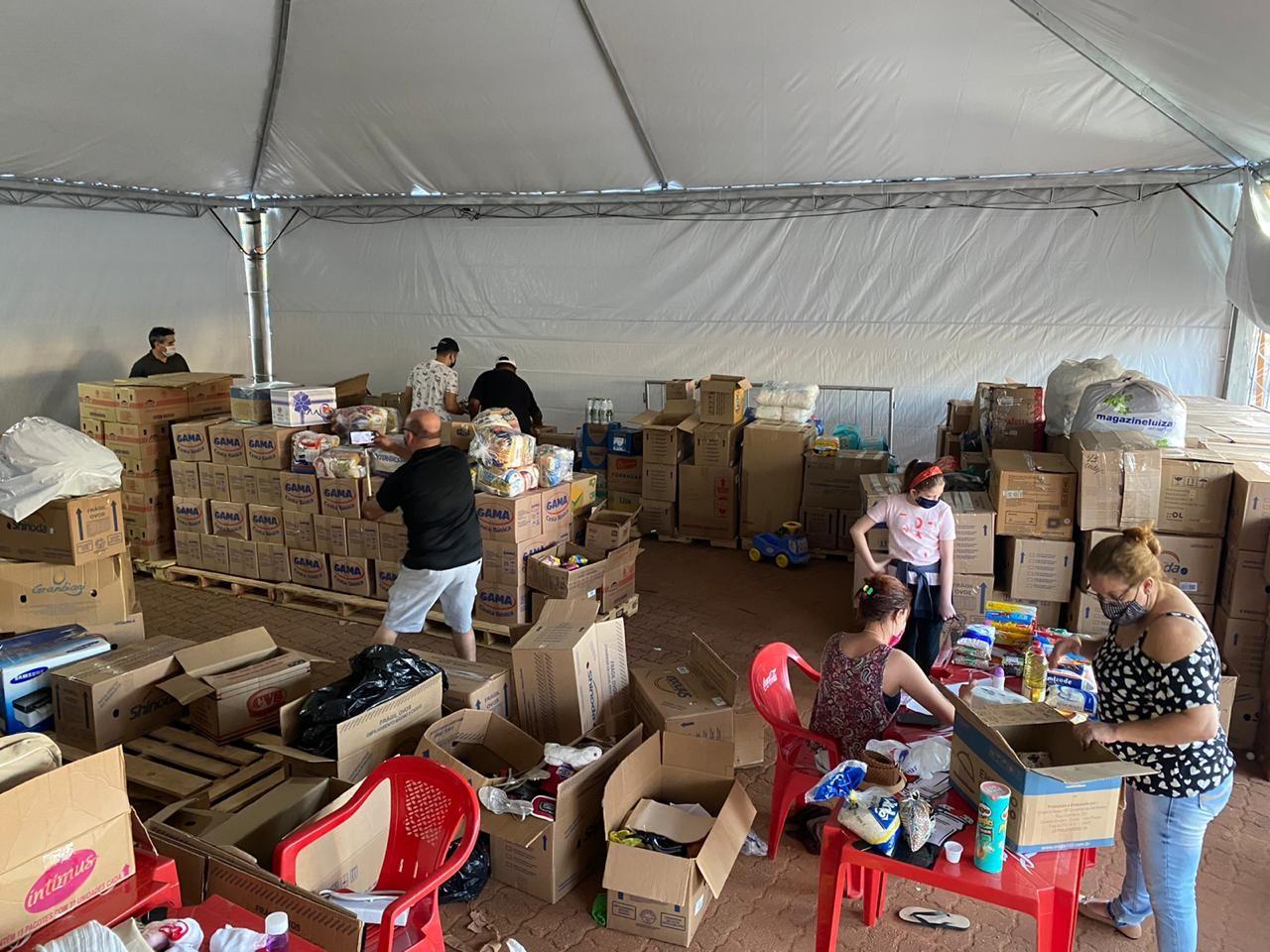 'Drive-thru Solidário' arrecada toneladas de doações para entidades da Festa Julina de Sorocaba
