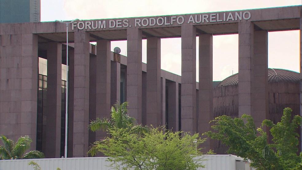 Fórum Desembargador Rodolfo Aureliano, localizado na Ilha de Joana Bezerra — Foto: Reprodução/TV Globo