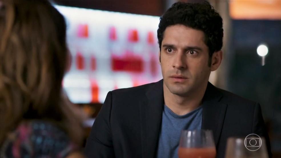 Tancinha (Mariana Ximenes) conta para Beto (João Baldasserini) que beijou Apolo (Malvino Salvador) - 'Haja Coração' — Foto: Globo