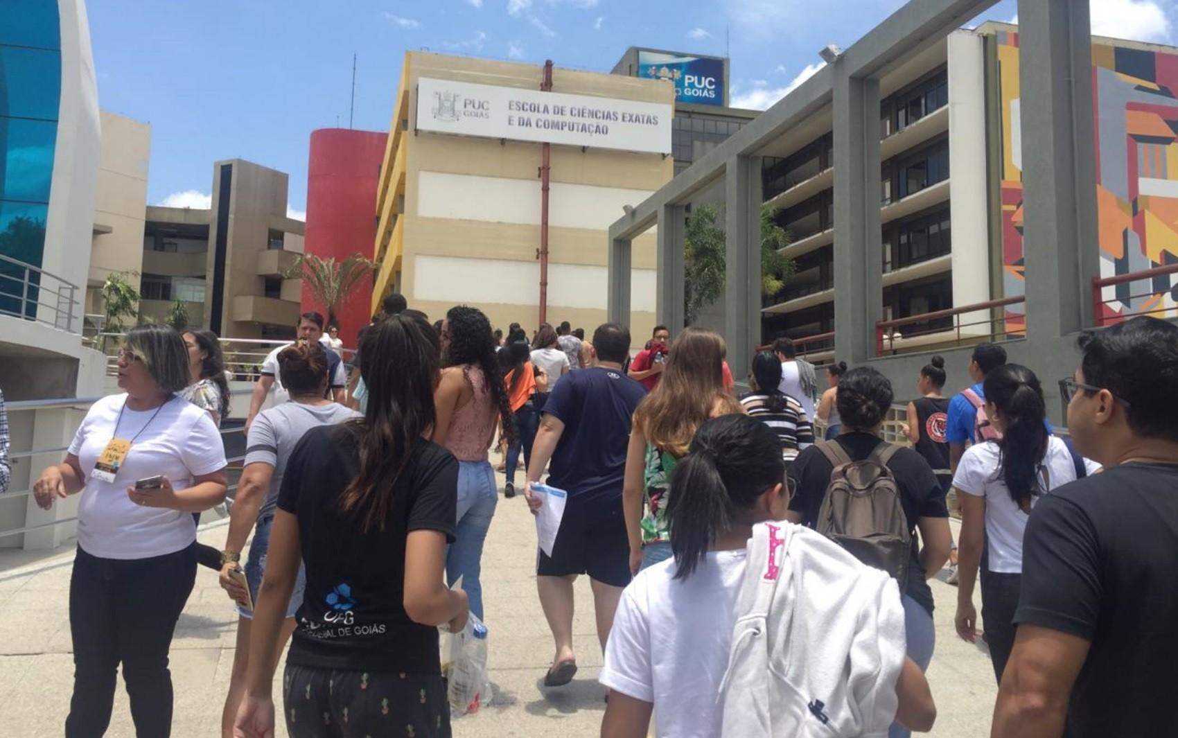 Quase 210 mil estudantes devem fazer o Enem neste domingo em Goiás