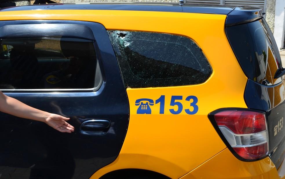 Carro da Guarda Municipal de Piracicaba com marcas de tiro (Foto: Aline Olaya/EPTV)
