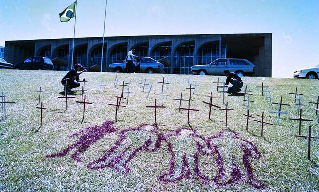 Manifestação em frente ao Congresso em 1996, após massacre de Eldorado dos Carajás
