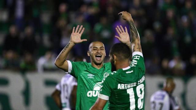 Chapecoense x Ceará gol Arthur Caíke