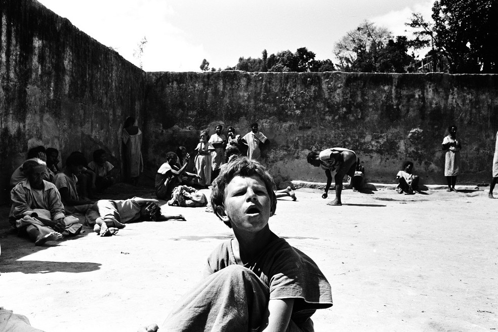 holocausto brasileiro: em Barcanea, MG, 60 mil epssoas morreram após serem aprisionadas no manicômio 'Hospital Colônia'  — Foto: Divulgação