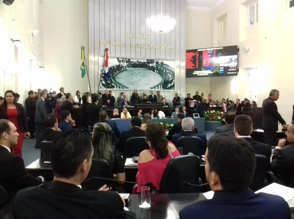 Deputados estaduais tomam posse na ALE-AL e elegem Marcelo Victor para a  presidência   Alagoas   G1