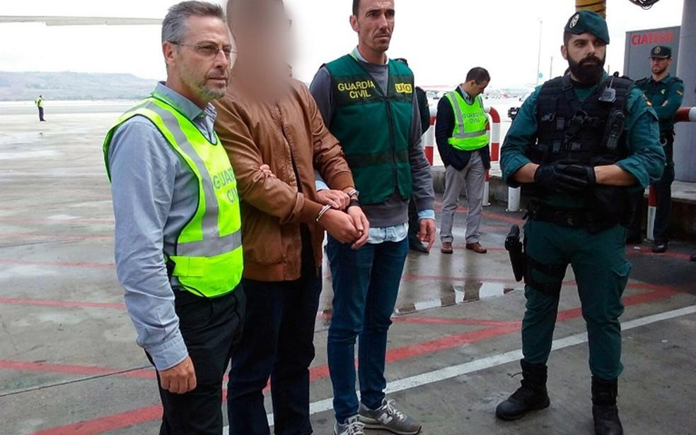 Suspeito de matar família paraibana é preso após se entregar voluntariamente à Guarda Civil da Espanha em 2016 — Foto: Guardia Civil/Divulgação/Arquivo