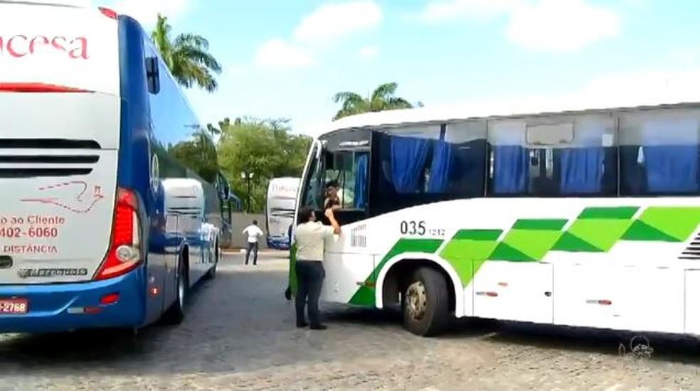 -  Motoristas de transporte rodoviário intermunicipal do Ceará permanecem em greve.  Foto: Reprodução/TV Verdes Mares