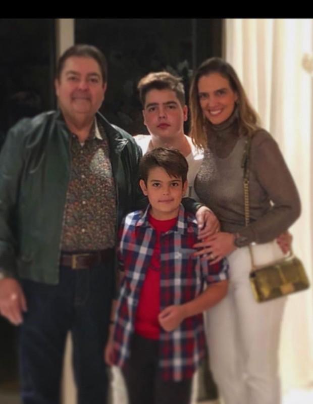 Faustão com a família (Foto: Reprodução/Instagram)