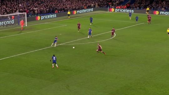 Willian marca em belo chute, e Messi empata após lambança; os gols do jogo