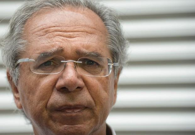 O economista Paulo Guedes, que comanda o núcleo econômico da campanha do candidato do PSL à Presidência da República, Jair Bolsonaro, fala à imprensa. (Foto: Fernando Frazão/Agência Brasil)