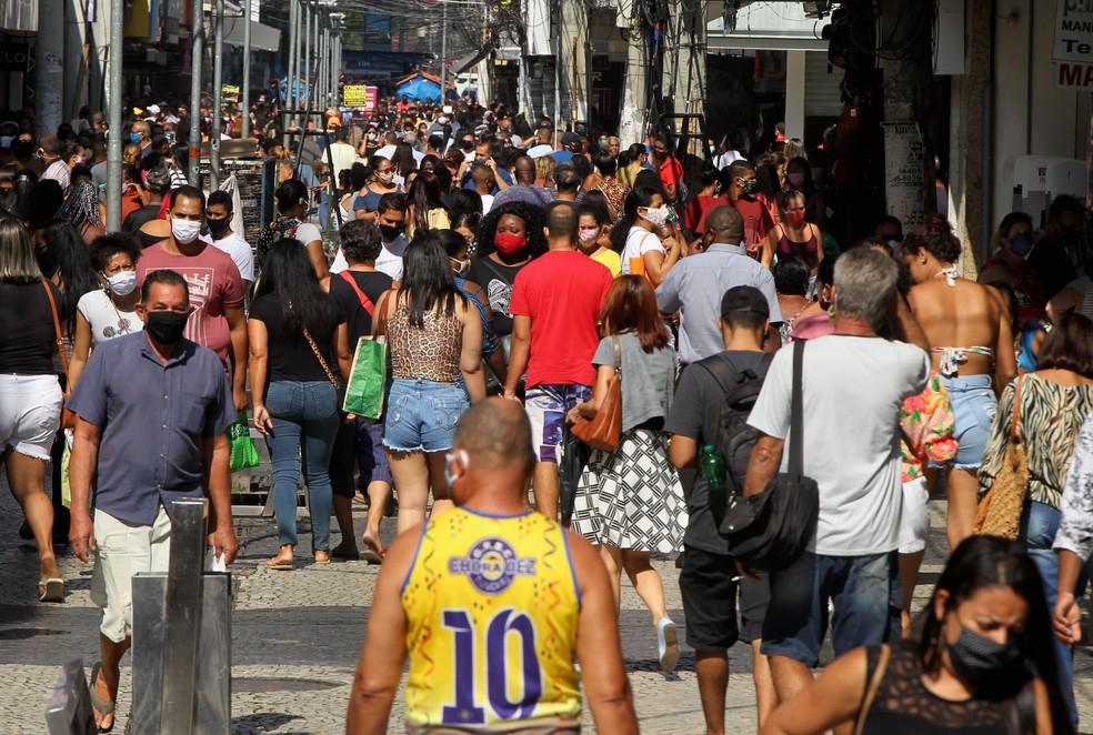 Movimentação no centro de Caxias no início de junho — Foto: ESTEFAN RADOVICZ/AGÊNCIA O DIA/AGÊNCIA O DIA/ESTADÃO CONTEÚDO