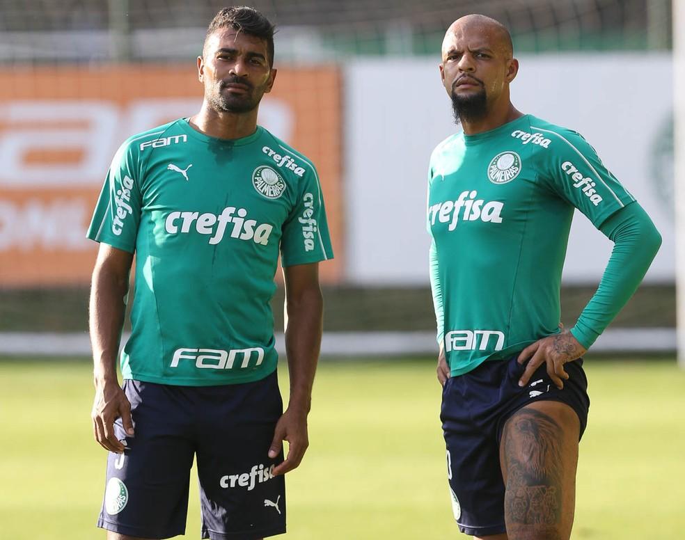 Thiago Santos e Felipe Melo na Academia de Futebol do Palmeiras — Foto: Cesar Greco / Ag. Palmeiras