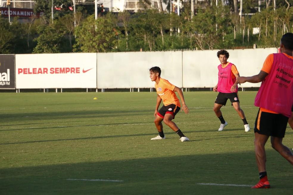 José Aldo em ação no treino do Inter — Foto: Eduardo Deconto
