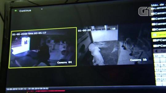 Bandidos usam carro para derrubar porta de lotérica em tentativa de assalto na Grande Natal; veja vídeo