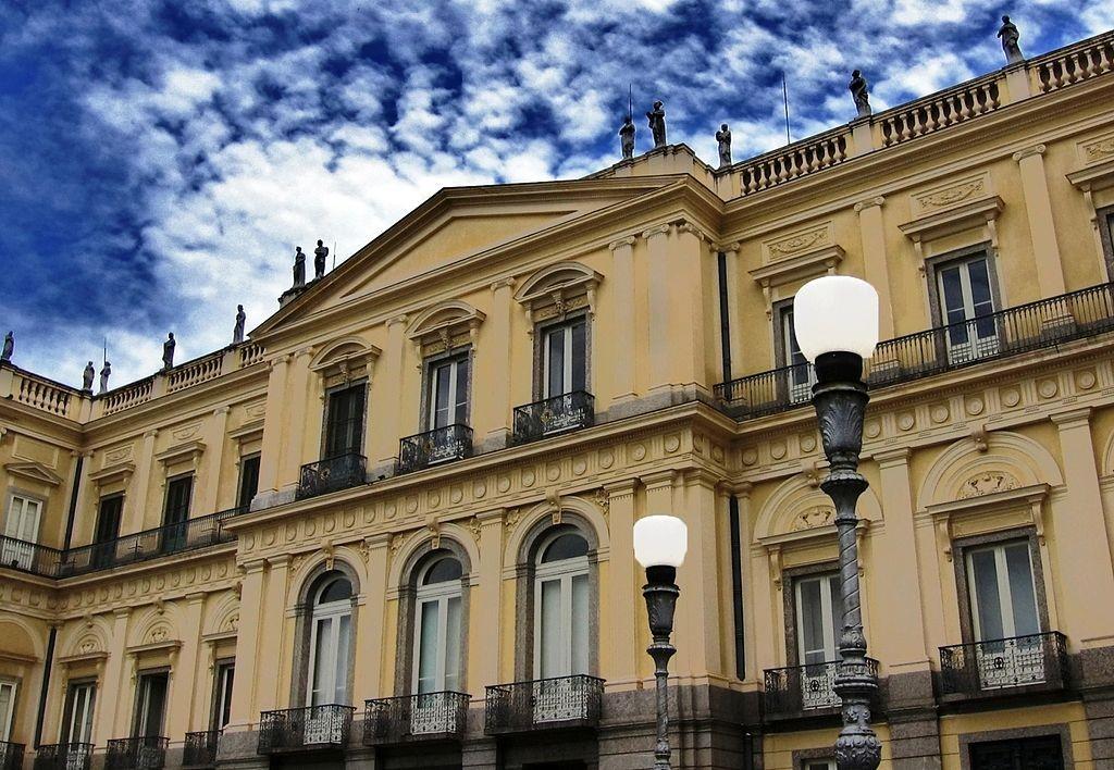 Museu Nacional da UFRJ (Foto: Paulo R C M Jr., Wikimedia Commons)