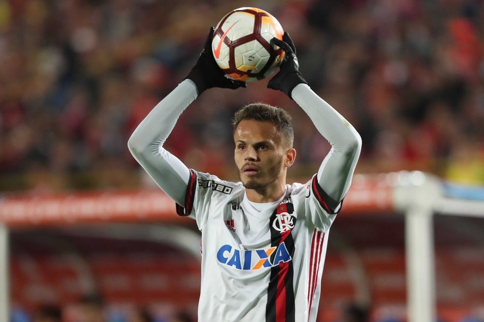 Rene contra o Santa Fe, na Colômbia: obrigação 100% defensiva nesta partida (Foto: Gilvan de Souza / Flamengo)